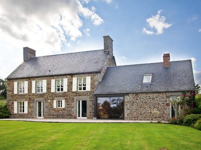 Une longère normande et sa baie vitrée aluminium - Maison de charme