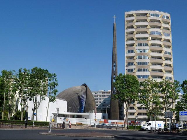 Une cathédrale entourée d'autres lieux de cultes - cathédrale de Créteil