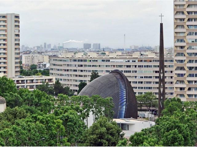 Une cathédrale et un clocher - cathédrale de Créteil