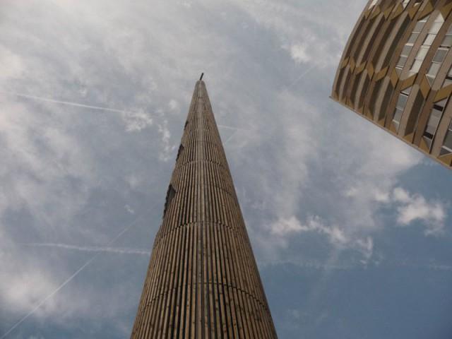 Un clocher en métal - Le clocher