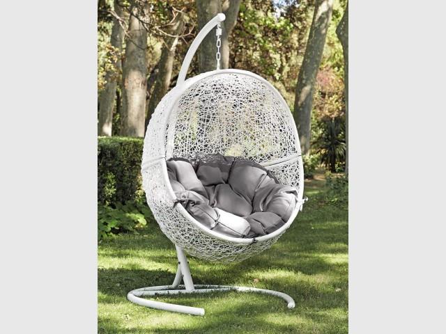 Une balancelle œuf sur pied pour bercer les rêveurs - Assise outdoor
