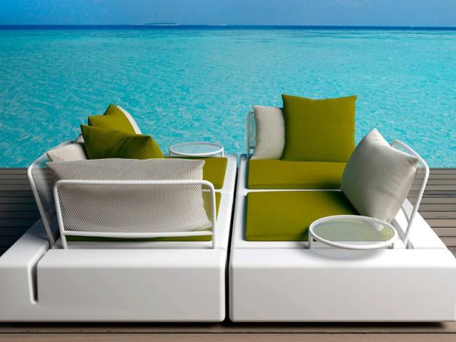 Deux causeuses qui forment un lit pour se détendre - Assise outdoor
