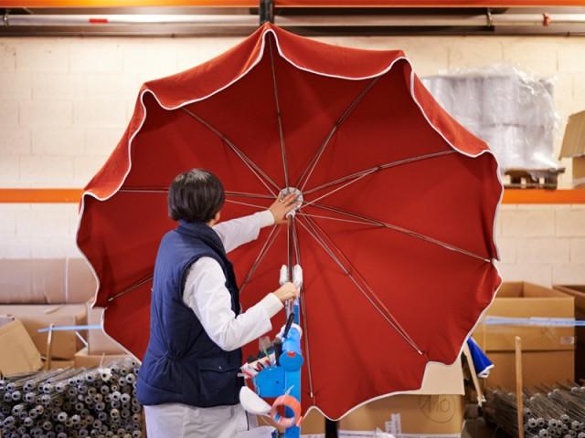Un parasol obtenu en 45 min de travail - Des parasols made in France fabriqués à la main