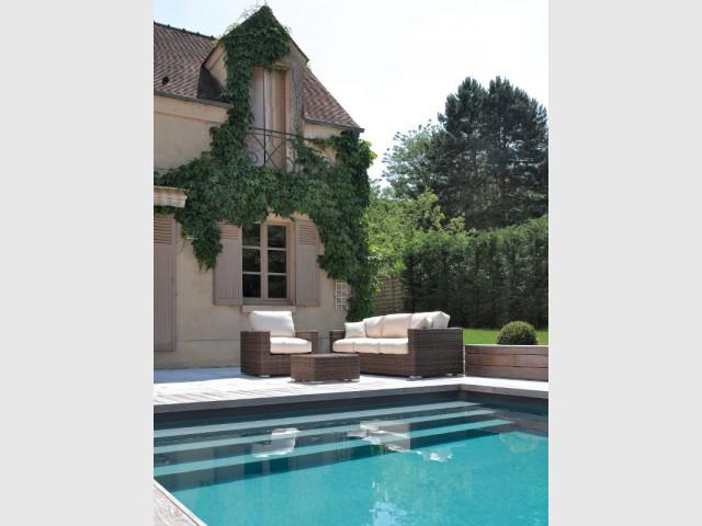 Une piscine en harmonie avec son environnement - Piscine familiale Desjoyaux 78