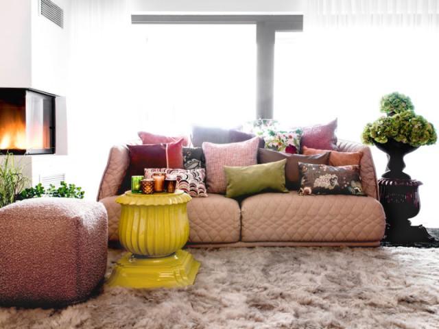 Un canapé rose poudré pour un salon ambiance boudoir  - Canapés : osez la couleur