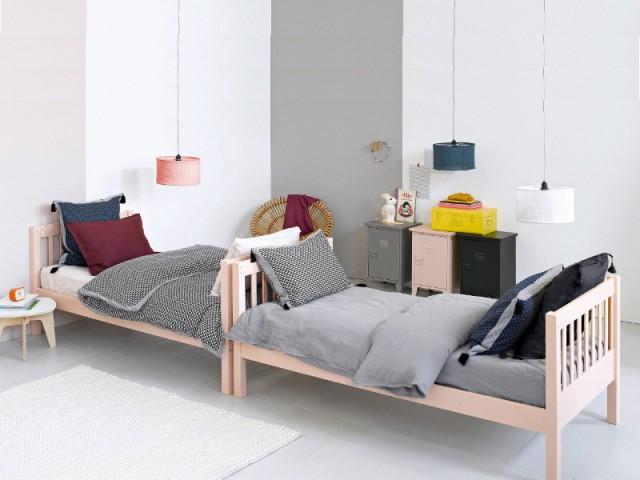 Coller les lits tête-bêche pour favoriser les moments de partage - Une chambre d'enfants pour deux ou plus