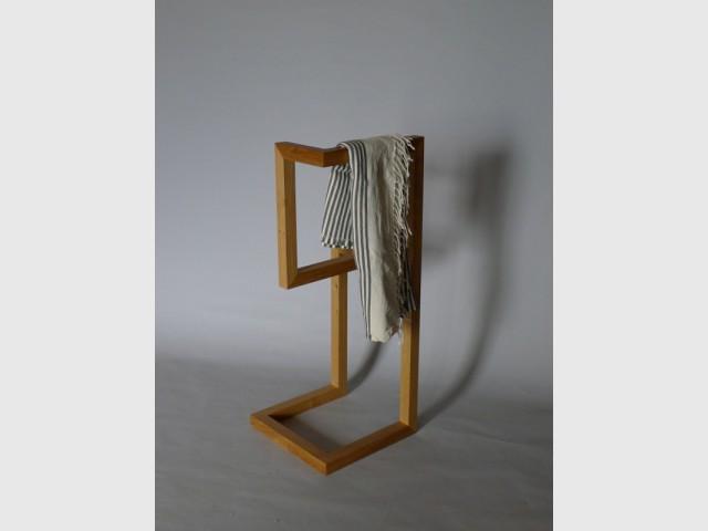 Un valet minimaliste en bois - Valet