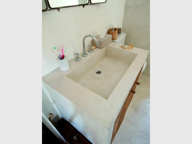 Une vasque et son meuble enduits de béton ciré - Les différentes mises en oeuvre du béton ciré