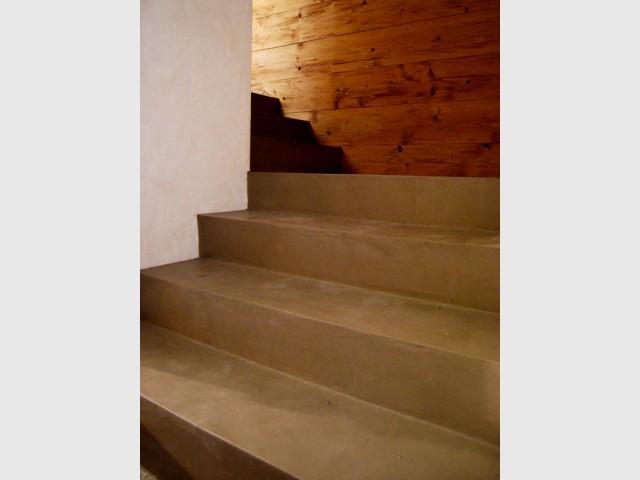 Du béton ciré sur les marches de l'escalier - Les différentes mises en oeuvre du béton ciré