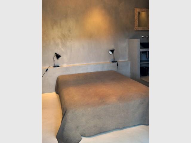 Du béton ciré du sol à la tête de lit - Les différentes mises en oeuvre du béton ciré