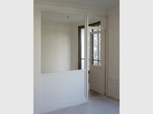 Une verrière peinte en blanc pour rester discrète - Verrière d'intérieur