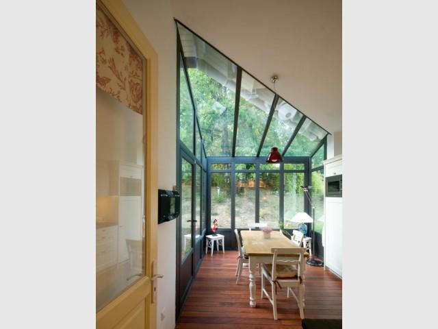 Une nouvelle pièce parfaitement isolée - Une cuisine à vivre dans une véranda
