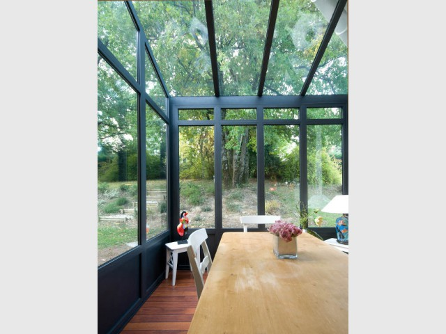 Une véranda entièrement vitrée pour une cuisine dedans/dehors - Une cuisine à vivre dans une véranda