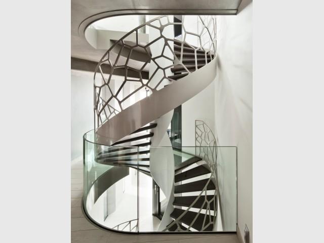 Un escalier organique avec un garde-corps ajouré - Escaliers d'exception