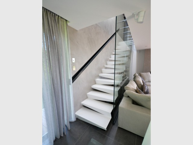 Un escalier contemporain avec des marches décalées - Escaliers d'exception