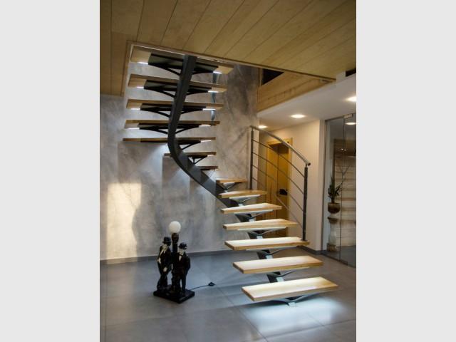 Un escalier aérien aux marches lumineuses - Escaliers d'exception