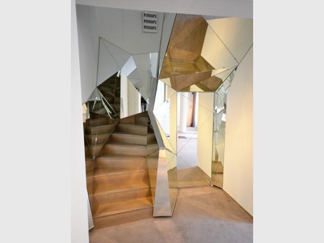 Un escalier diamant avec une rampe en miroirs - Escaliers d'exception