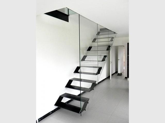 Un escalier ultra discret et des marches évidées - Escaliers d'exception