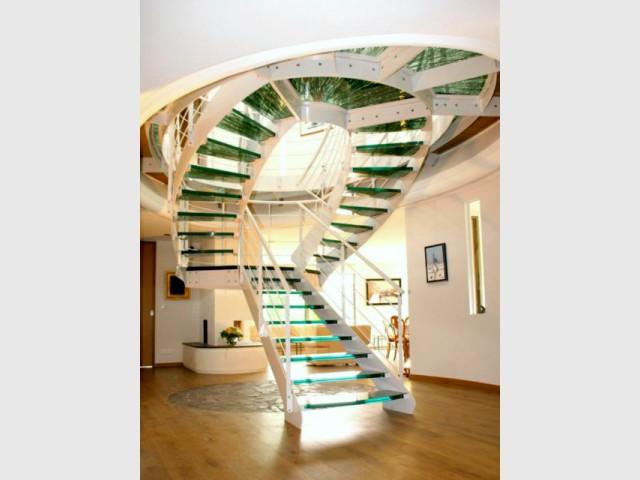 Un escalier double et ses marches en verre - Escaliers d'exception