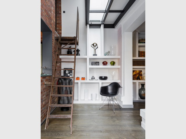 Un sas aéré pour assurer la transition entre les espaces - Une maison bourgeoise dévoile sa face cachée