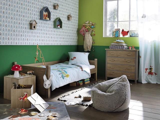 Une table de chevet coffre pour une chambre d'enfant inspirée de la forêt - Tables de chevet originales pour une chambre d'enfant