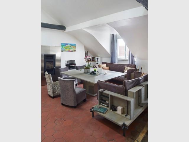 Une salle à manger moderne sous un espace sous pente - Cuisine et salle à manger Xavie'z