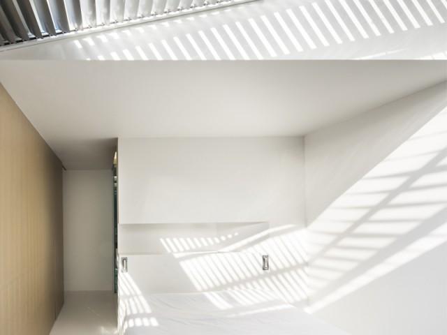 Un bloc central qui structure l'espace - Un 70m2 immaculé dans un ancien atelier industriel rénové