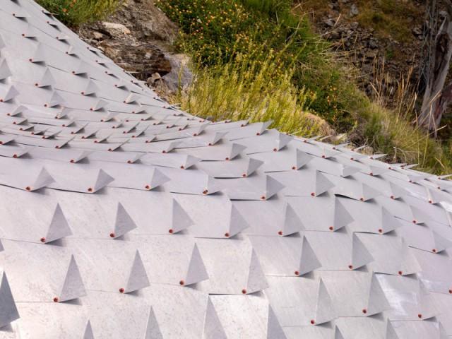 Des tuiles de zinc à la forme originale pour une couverture unique - Casa Campos - GilBartolomé Arquitectos