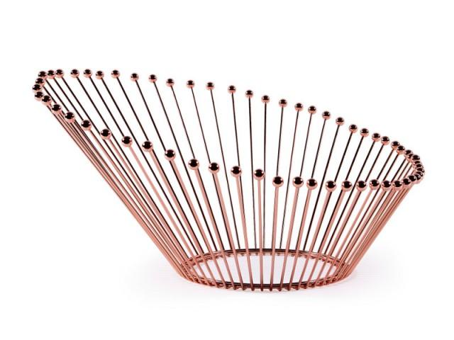 Dans la salle à manger, un centre de table cuivre rosé - Tendance cuivre rosé
