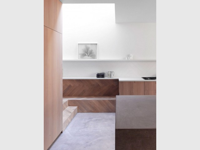 Un escalier comme transition entre les deux pièces - Extension sur une maison victorienne