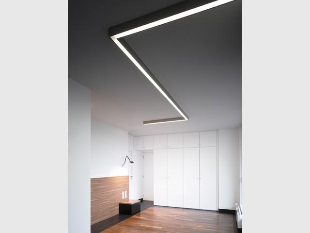 Des jeux de reflets inattendus - Un intérieur minimaliste noir et blanc