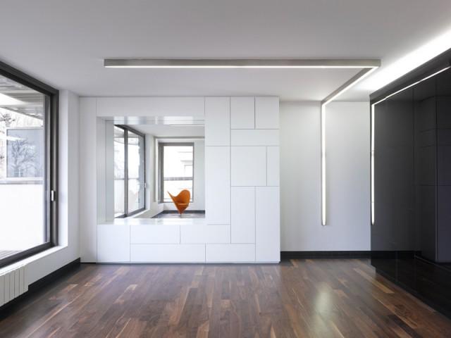 Une esthétique simple et forte déclinée à tout l'appartement - Un intérieur minimaliste noir et blanc