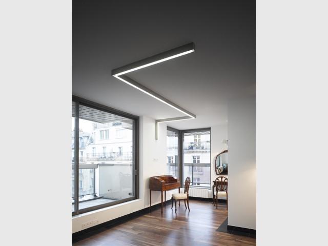 Un intérieur minimaliste noir et blanc