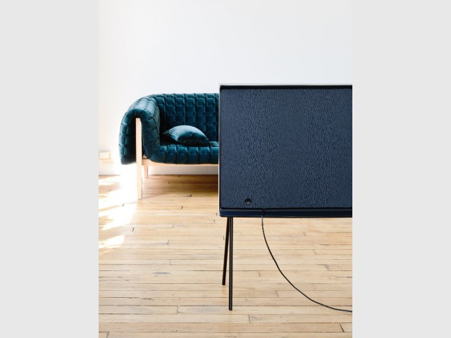 samsung serif tv la t l vision de demain par les fr res bouroullec. Black Bedroom Furniture Sets. Home Design Ideas
