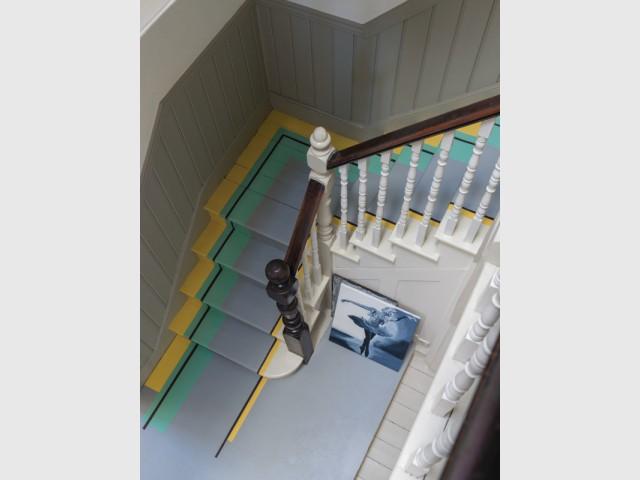 Des motifs en trompe l'œil à la peinture pour un escalier rafraîchi  - Escaliers personnalisés