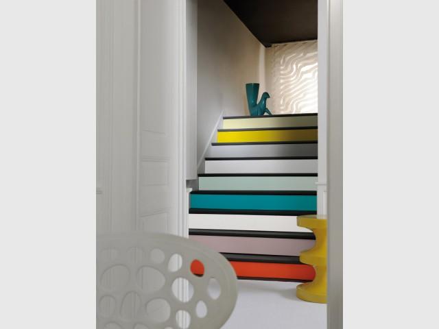 Des marches multicolores pour un escalier arty - Escaliers personnalisés