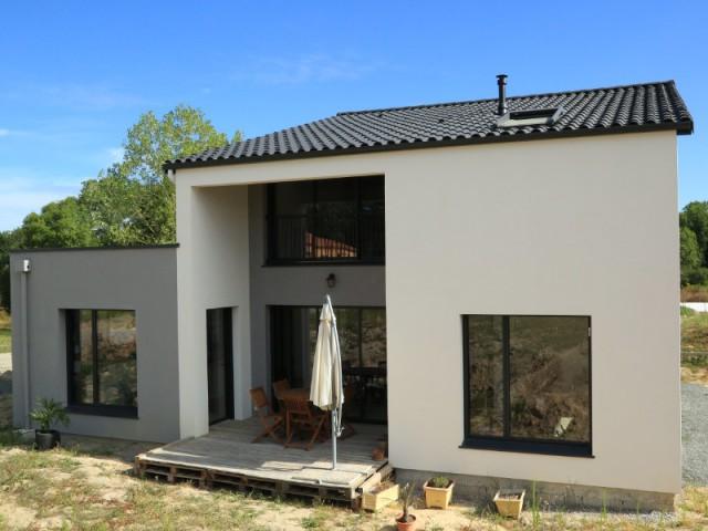 une maison performante petit prix construite en 6 mois. Black Bedroom Furniture Sets. Home Design Ideas