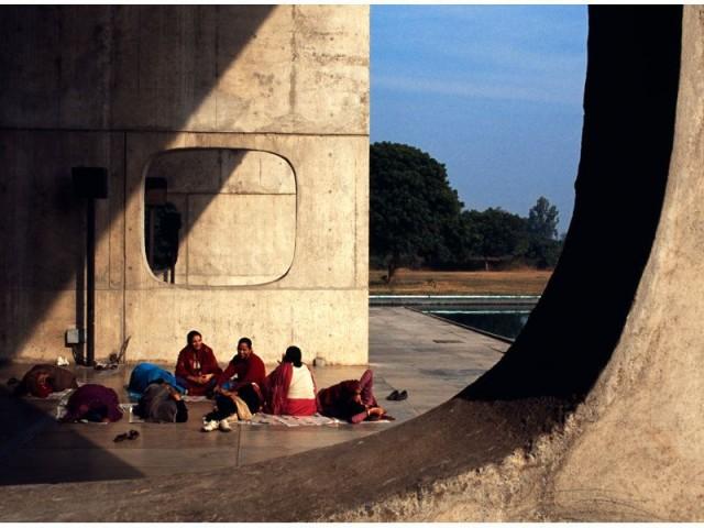 """""""Sur une photo, l'humain donne une échelle au bâti"""" - Chandigarh"""