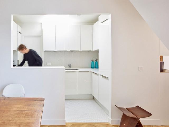 Une belle surprise dans la cuisine... - Un appartement structuré et dynamisé par des livres