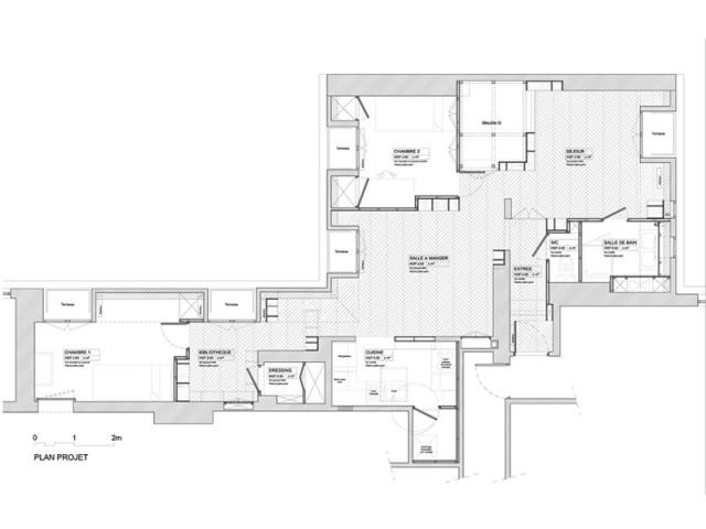 Remanier le lieu tout en gardant ses spécificités - Un appartement structuré et dynamisé par des livres