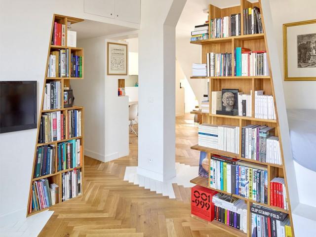 Un appartement structuré et dynamisé par des livres