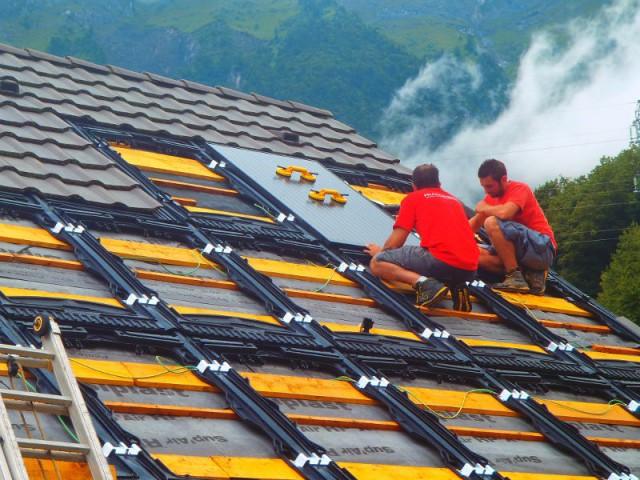 Une installation de courte durée - Une maison avec panneaux solaires hybrides
