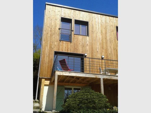Création d'un étage de 60 m2 porté par les portiques - Une surélévation ossature bois