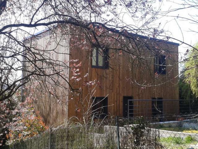 Une maison intégrée au paysage environnant  - Une surélévation ossature bois