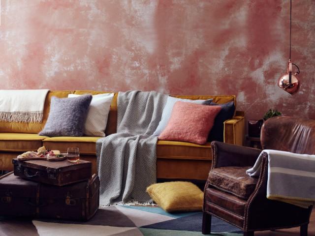 Un méli-melo de couleurs et de textures pour un salon chaleureux  - Opération cocooning