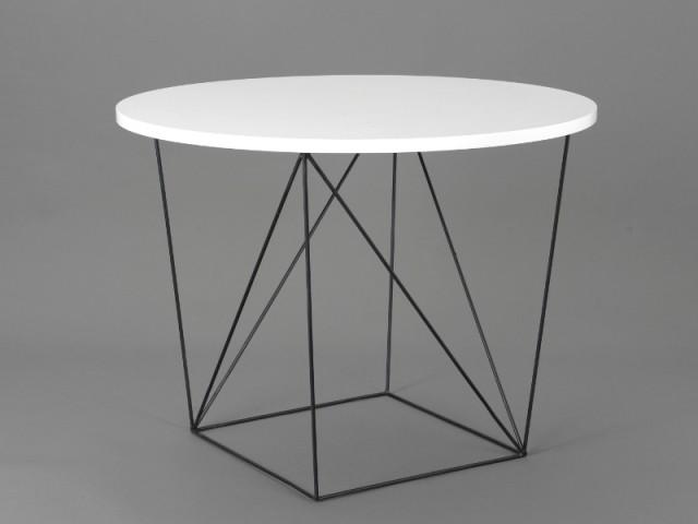 Une table contemporaine aux piètements en fil de fer - Déco Filaire