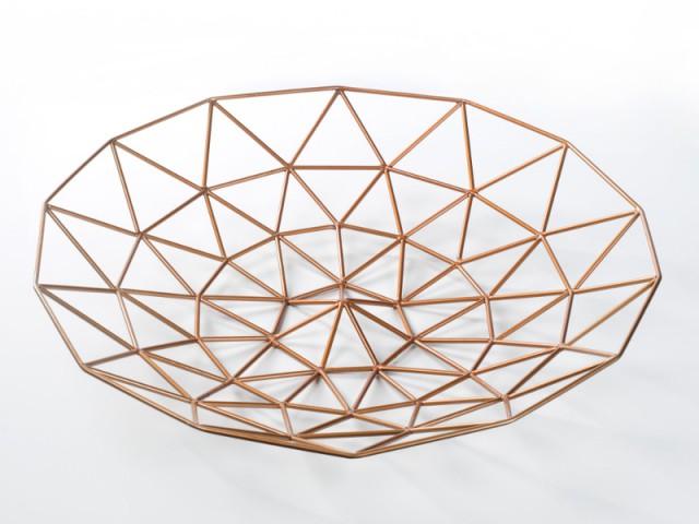 Une coupe décorative graphique en acier - Déco Filaire