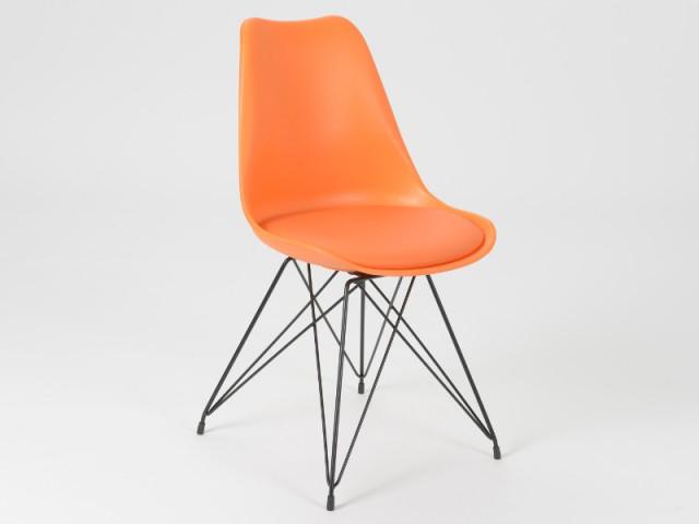 Une chaise vintage aux pieds fins en métal - Déco Filaire