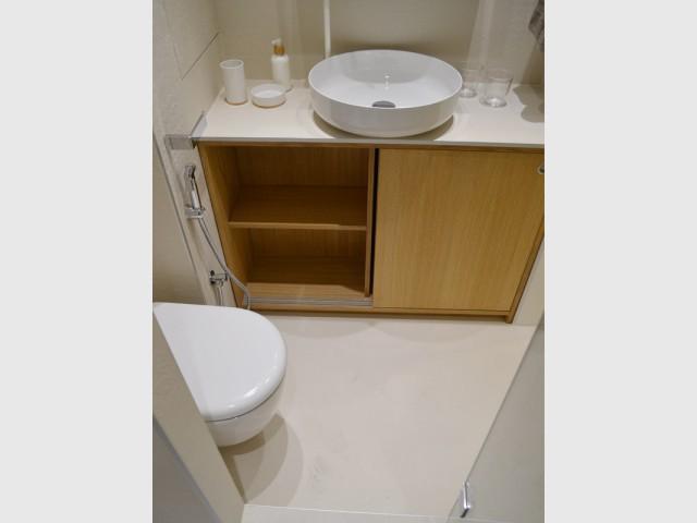 Une salle de bains petite mais bien équipée - Un 22 m2 plein d'astuces gain de place