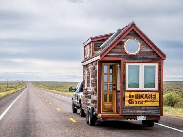 Une mini-maison juchée sur une remorque - Tiny House Giant Journey